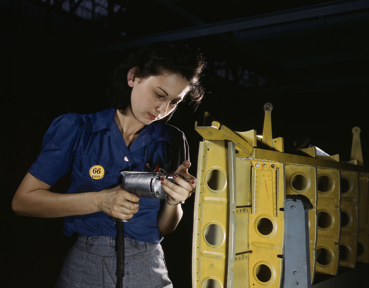 1280px-Operating_a_hand_drill_this_woman_worker_is_shown_working_on_the_horizontal_stabilizer