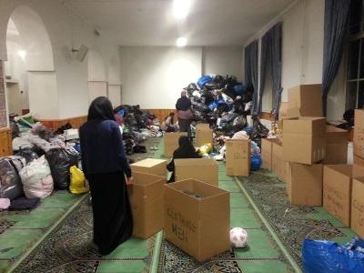 Innsamling av klær til de trengende i Syria er en viktig del av frivillighetsarbeidet.. Foto: Uzma Rana