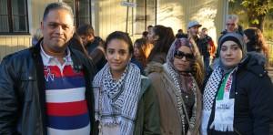 (f.v) Mohammed, Talin, Sereen og Suad Nakhla har møtt opp for å støtte sitt hjemland Palestina.
