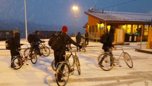 Afghan_refugees_on_bikes_at_Storskog