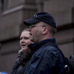 Pegidas Max Hermansen møtte stor motstand under sin appell utenfor Stortinget. Foto: Researchkollektivet