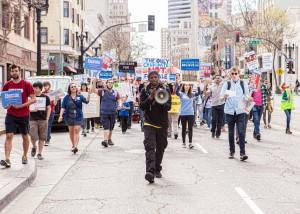 Opptog til støtte for Bernie Sanders i Oakland Foto: Albert Andersen Øydvin