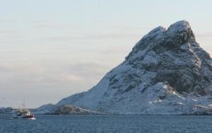Fiskebåt ved Stavøya på Røst. Foto: Einar Stamnes