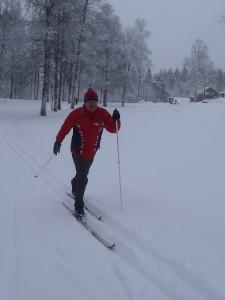 I snøføyka en dag tidlig i mars møter vi Stein Thoresen (70) i fint driv på vei mot Idrettshøyskolen.