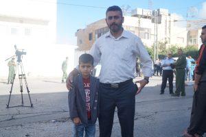 Mahmoud og sønnen Khalid ble bedt om å vende tilbake til Hebron. De fikk ikke beøkt Al Aqsa-moskeen under ramadan.