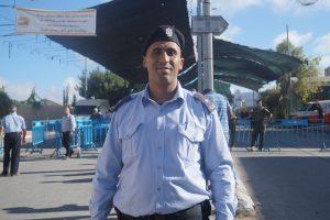Den palestinske politimannen Basel Faraj mener palestinerne utsettes for kollaktiv avstraffelse.