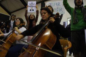 Foto: Astrid Fadnes Kulturokkupasjon med konsert og politisk manifestasjon i skjønn forening.